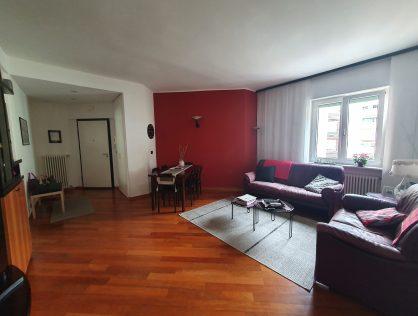 Sehr gepflegte Dreizimmerwohnung im dritten Obergeschoss in Bozen, in der Pfarrhofstraße